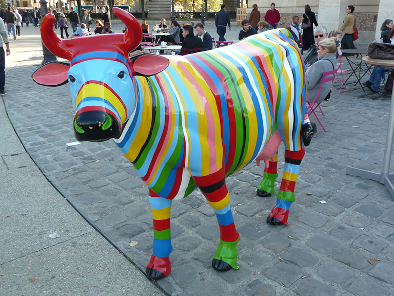 Statue de vache, La Rotonde, Paris 19e (75)