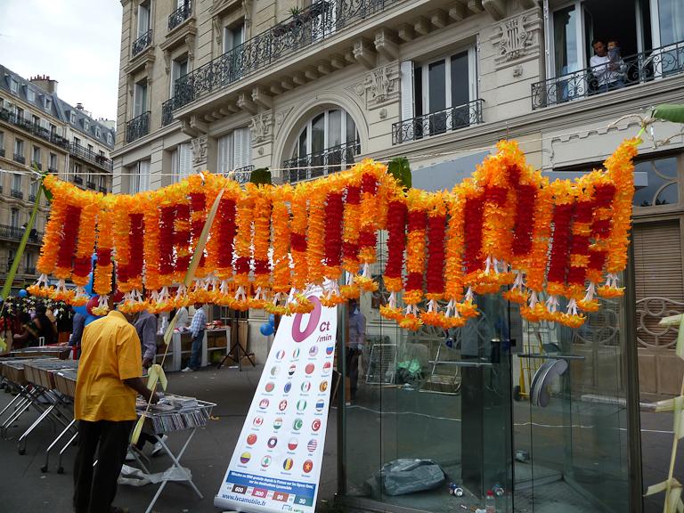 Sur le parcours du défilé de la fête du Dieu Ganesh, Paris 18e (75)