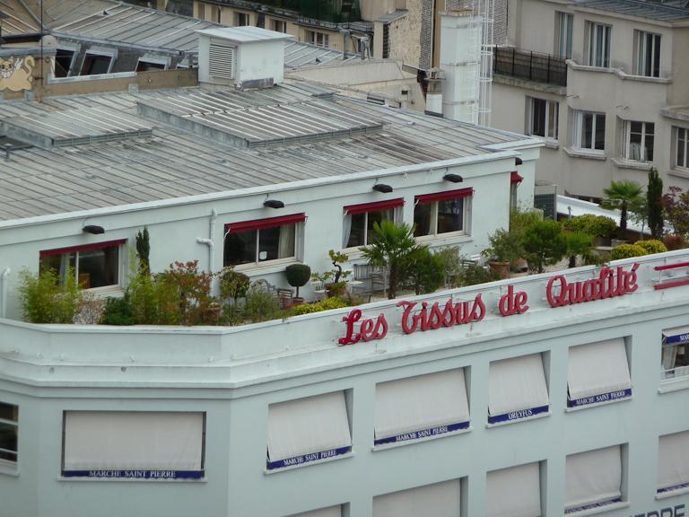 Terrasse sur l'immeuble du Marché Saint-Pierre, Montmartre, Paris 18e (75)