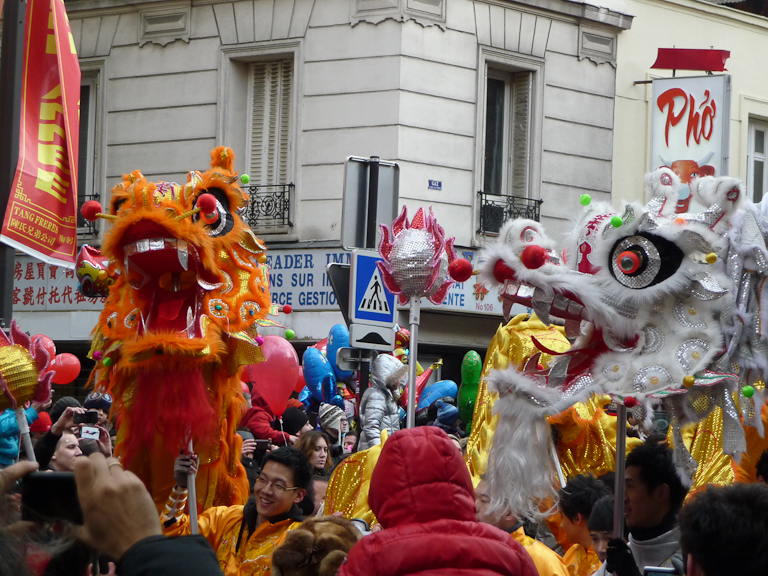 Dragons d'or et d'argent, défilé du Nouvel an chinois dans la rue de Choisy, Paris 13e (75)