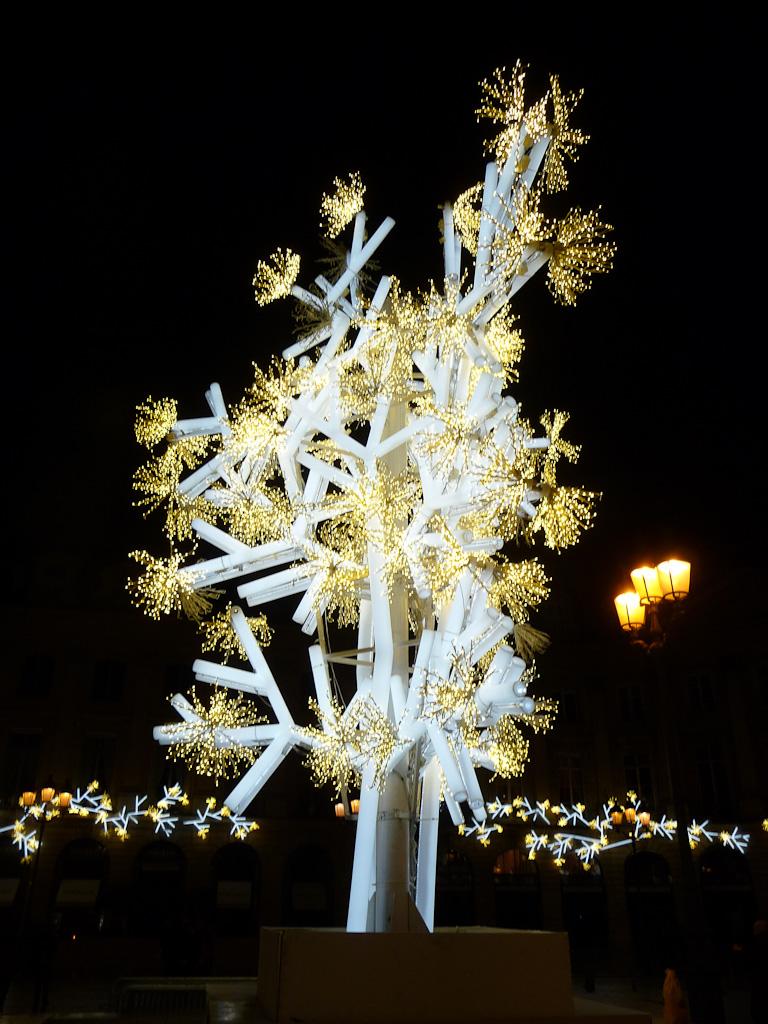 Arbre de lumière, illuminations sur la place Vendôme, Paris 1er (75)