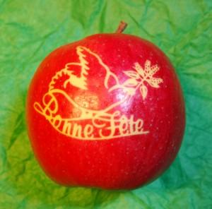 Pomme marquée, motif de colombe, photo SRHM