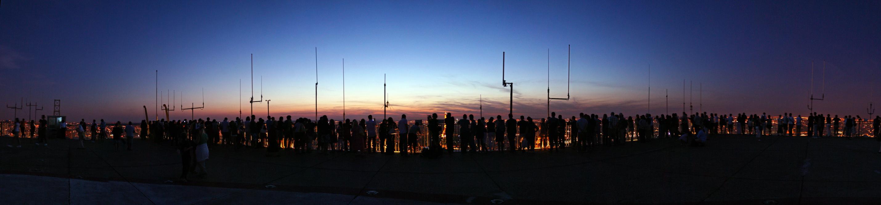 Observation du ciel et de Paris la nuit depuis la Tour Montparnasse