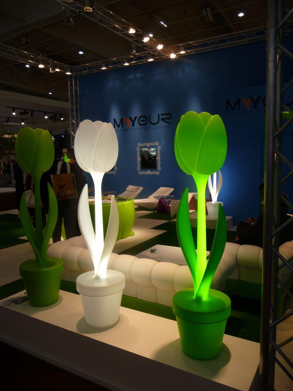 Tulip, lampadaire du designer Moredesign, marque MyYour, Salon Maison & Objet 2009, photo Alain Delavie