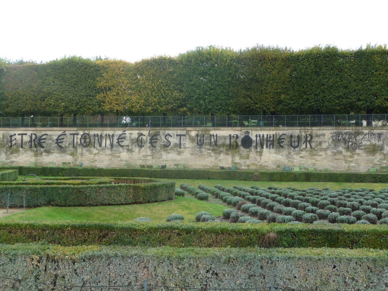 Pochoir de Jacques Mahé de Villeglé, Jardins des Tuileries, FIAC 2009, photo Alain Delavie