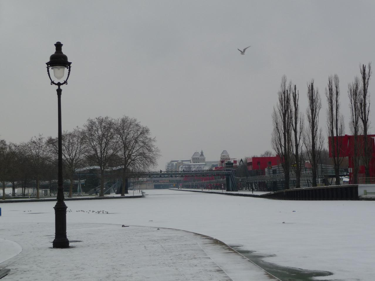 Paris en hiver, sous la neige et la glace