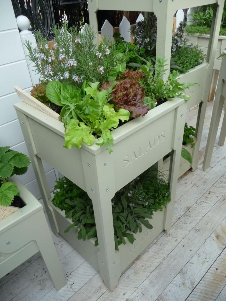 Meuble de jardin : colonne potagère