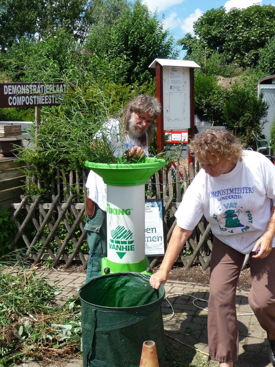 Démonstration des maîtres composteurs de Londerzeel dans le parc à conteneurs