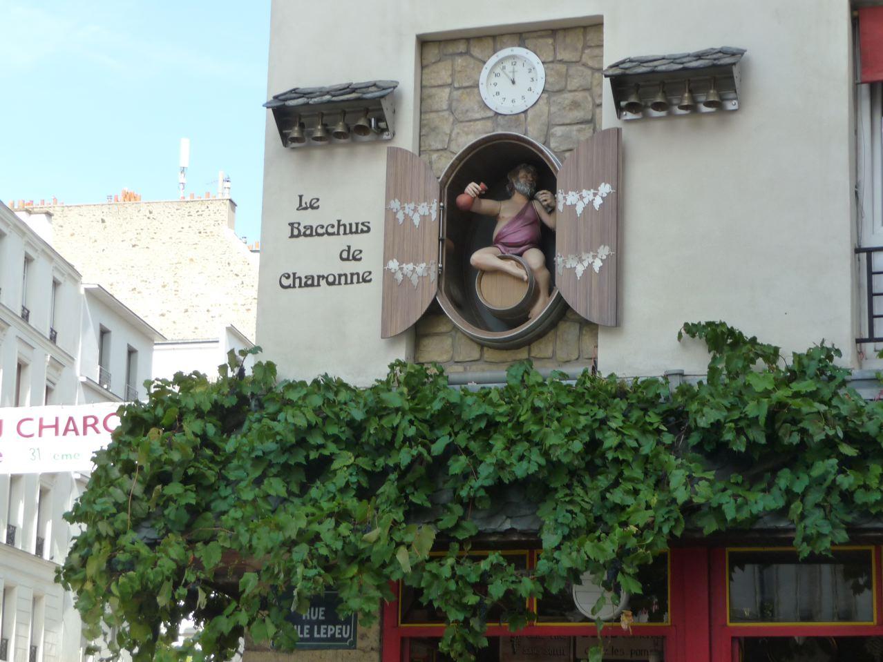 Les vendanges du Château Charonne dans la rue Léon Frot, Paris 11e (75)