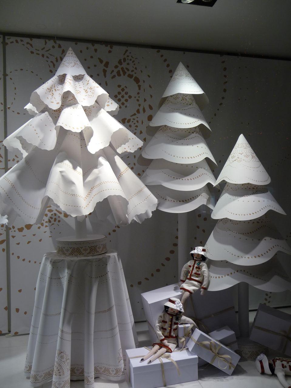 Sapins et décorations de Noël dans Paris