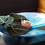 Ikebana dans un plat Daum