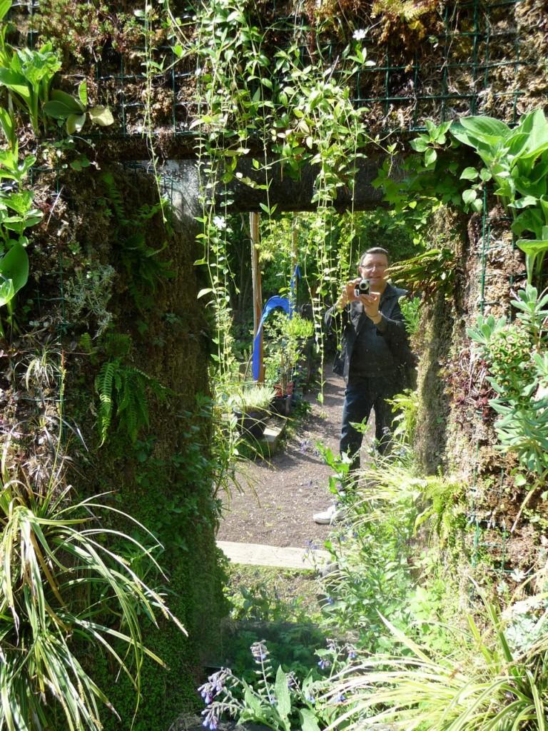 Alain dans la Jardinerie Taffin, 6, rue des Chesneaux, 95160 Montmorency.