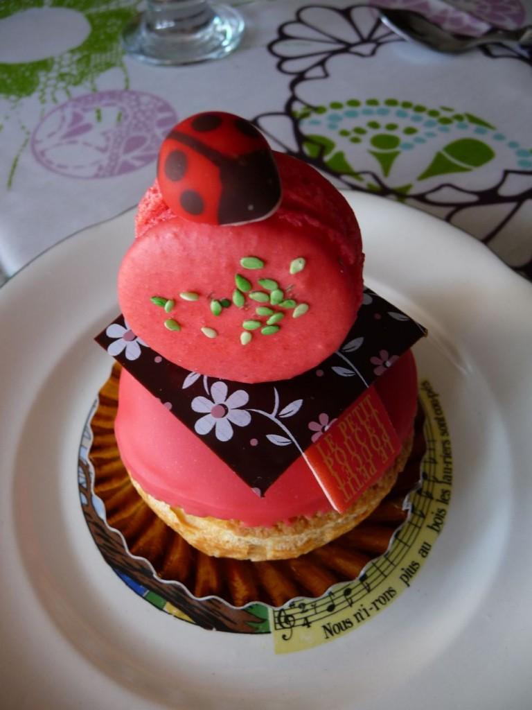 Gourmandise, dessert, religieuse et macaron