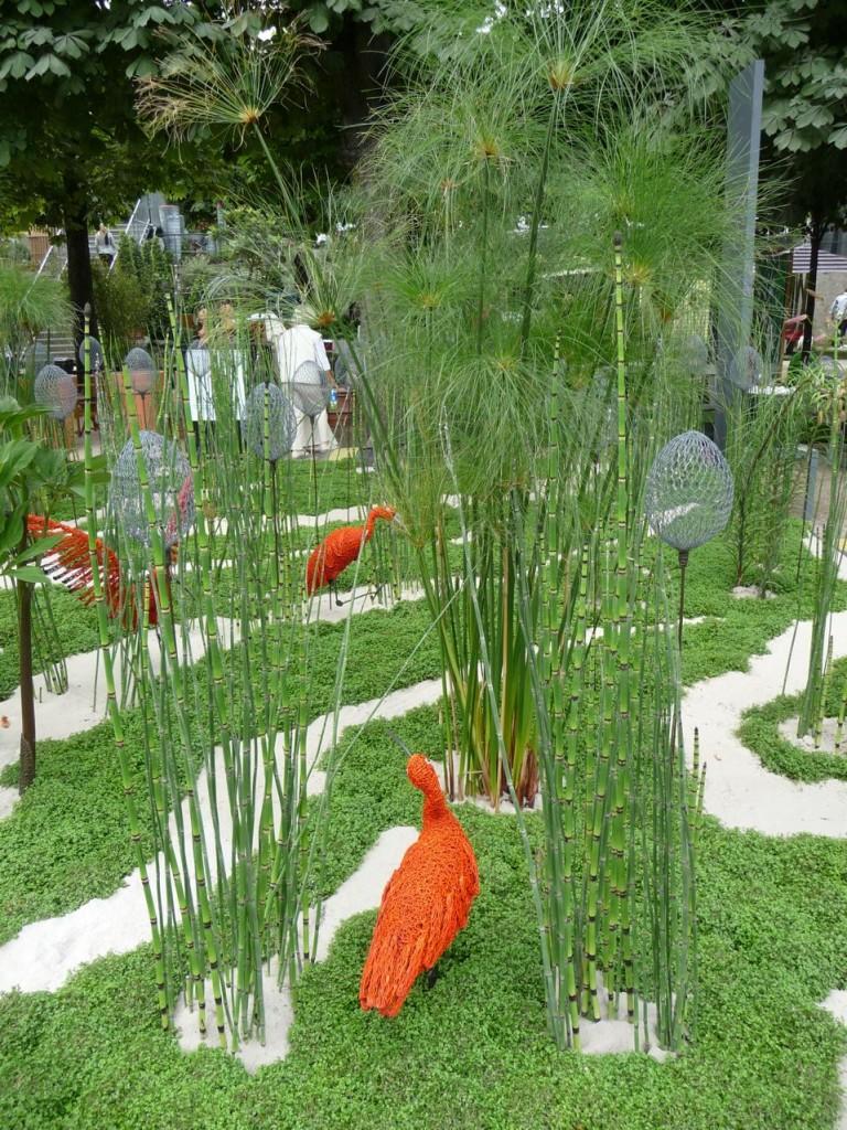 """Jardin éphémère : """"Abstraction, chimère ou simplement muse..."""", conception Philippe Niez, réalisation Les Jardins de Gally, sculptures Claude Pasquer, Jardins Jardin 2011 aux Tuileries"""