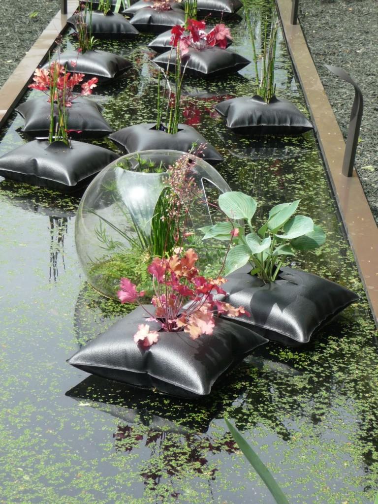 Hosta et heuchère dans un Green Pillow, création Alexis Tricoire / Agence Art Terre, Jardins Jardin 2011, Jardin des Tuileries, Paris 1er (75)