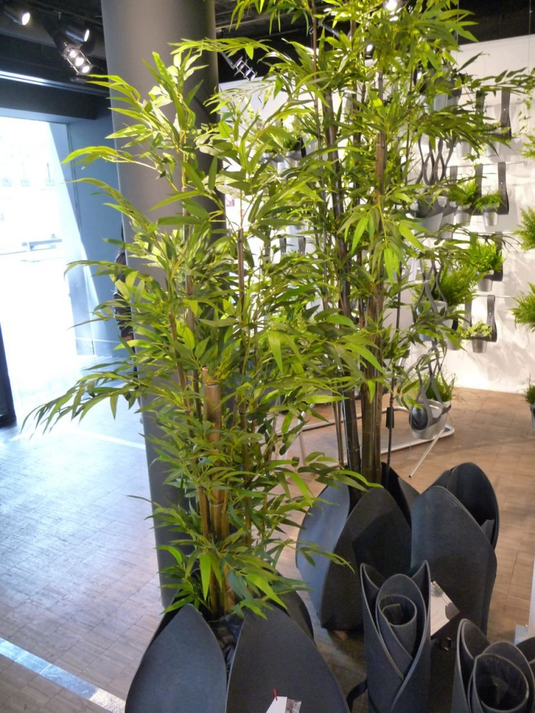 "Bambou artificiel dans un BULBO, pot souple ecodesign, ""Re"" by Art Terre, Gambs Seconde Nature, Paris 11e (75)"