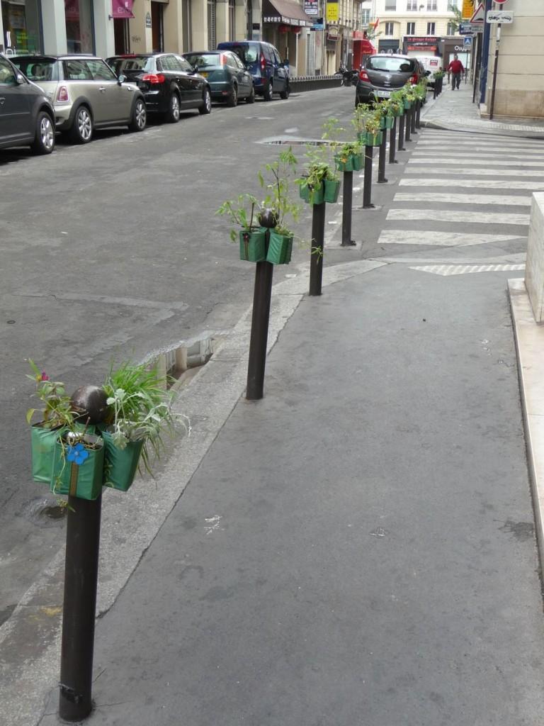Rangée de Potogreen dans la rue Saint-Marc, Paris 2e (75)
