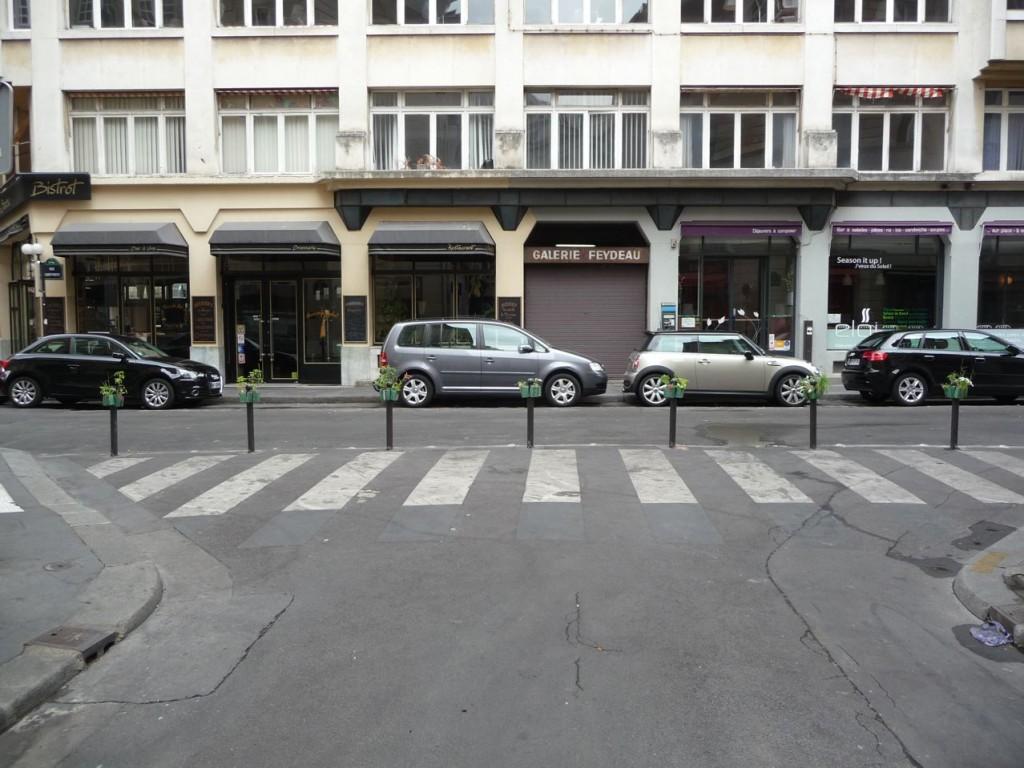 Rangée de Potogreen dans la rue Saint-Marc (et rue des Panoramas), Paris 2e (75)