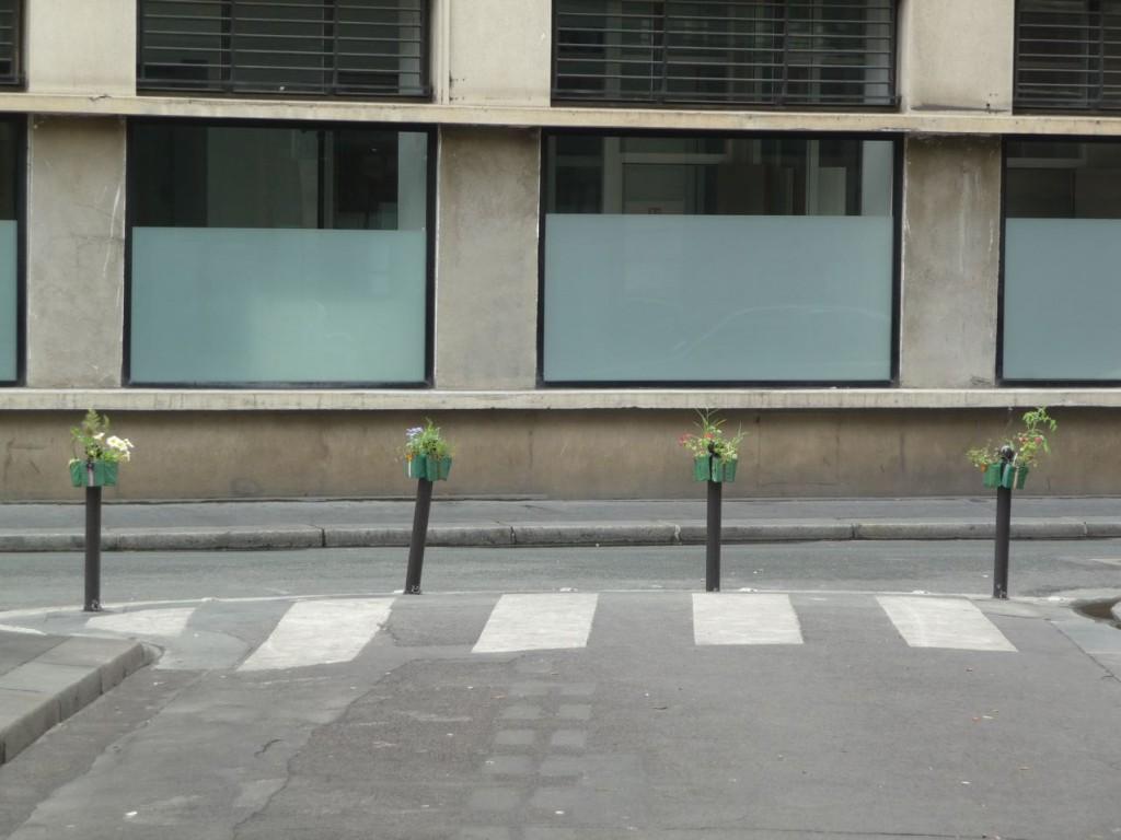 Rangée de Potogreen dans la rue des Panoramas, Paris 2e (75)