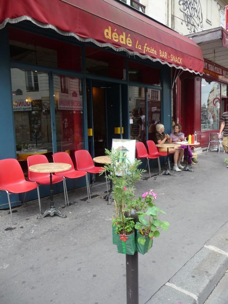 Potogreen devant Dédé la frite, dans la rue Montmartre, Paris 2e (75), 5 juin 2011, photo Alain Delavie