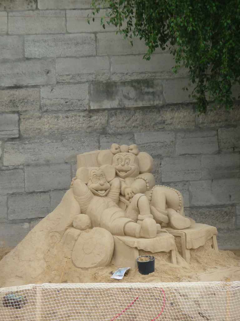 Château de sable sur Paris Plages en bord de Seine, Paris (75)