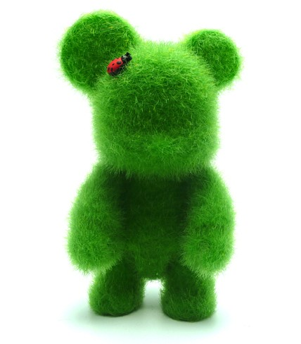 """Qee Loves Green """"Save The Earth"""""""