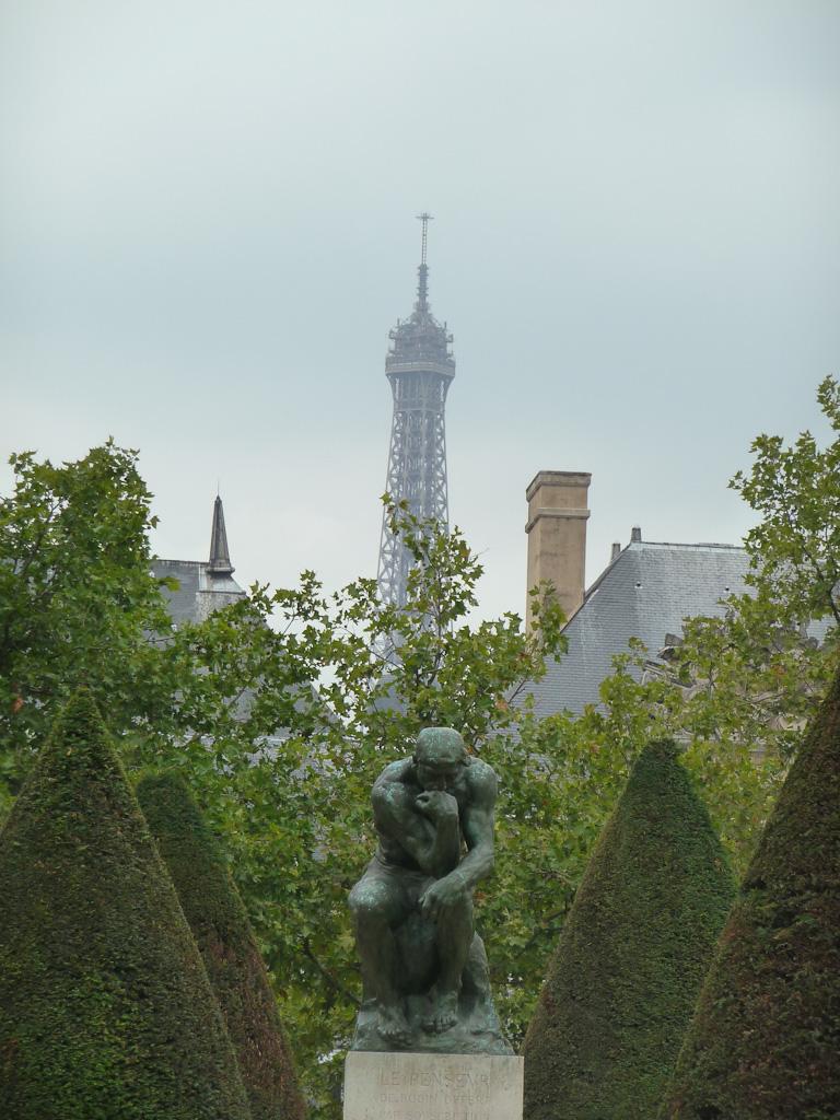 Le Penseur De Rodin Dans La Roseraie Du Musee Rodin Rue De Varenne Paris France A L Arrie Paris Cote Jardin